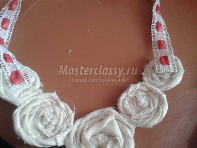текстильное украшение колье. Бело-красная фантазия