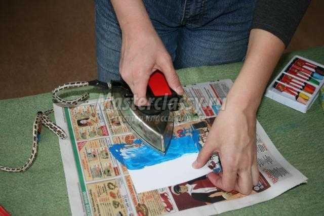 рисование расплавленным воском с помощью утюга
