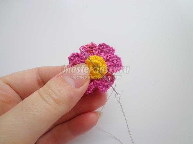 вязаные крючком цветы в горшочке