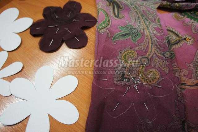 брошь-цветок из ткани своими руками