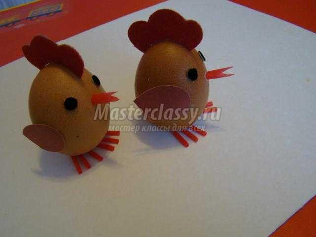 поделки к Пасхе. Цыплята из яичной скорлупы в корзинке