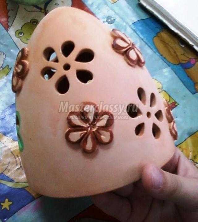роспись керамического подсвечника в виде яйца
