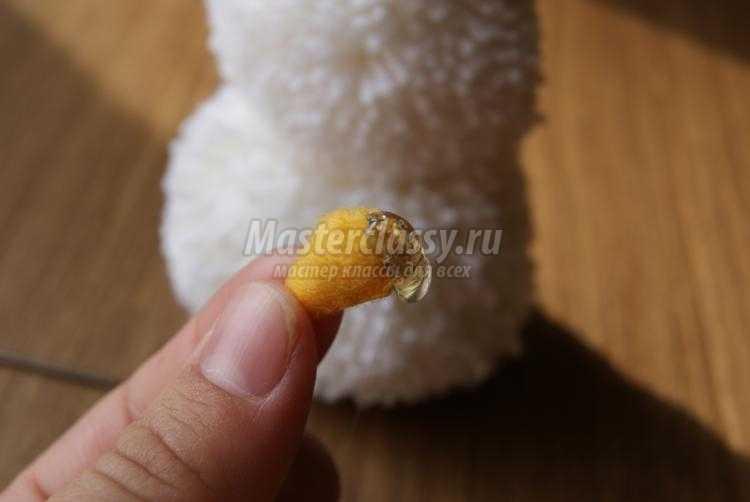 поделки из помпонов своими руками. Снеговик