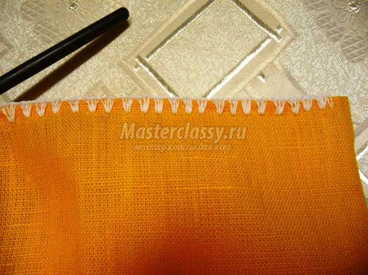 обвязывание ткани крючком и соединение отдельных фрагментов в полотно