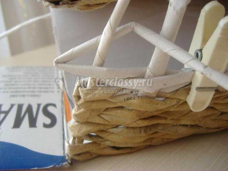 поделки из газетных трубочек. Корабль