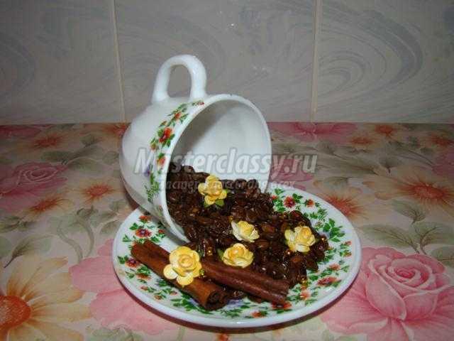 кофейная композиция с чашкой и блюдцем