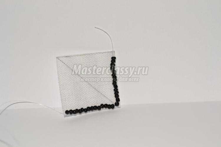 комплект украшений из бисера в чёрно-белых тонах