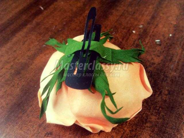 заколка с цветком из фоамирана. Королевская роза