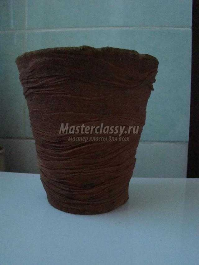 композиция с розами из бросового материала