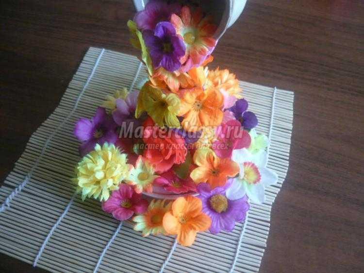 декоративная композиция из цветов. Цветочная чашечка