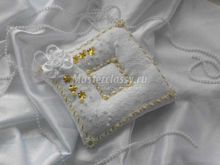 свадебная подушка для колец с цветами