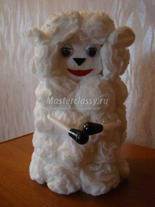 cимвол 2015 года. Романтичная овечка из ватных дисков