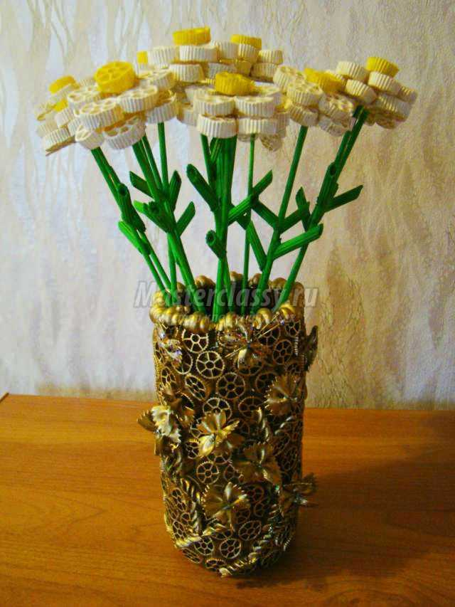 Поделки из макарон своими руками цветы для фото 77