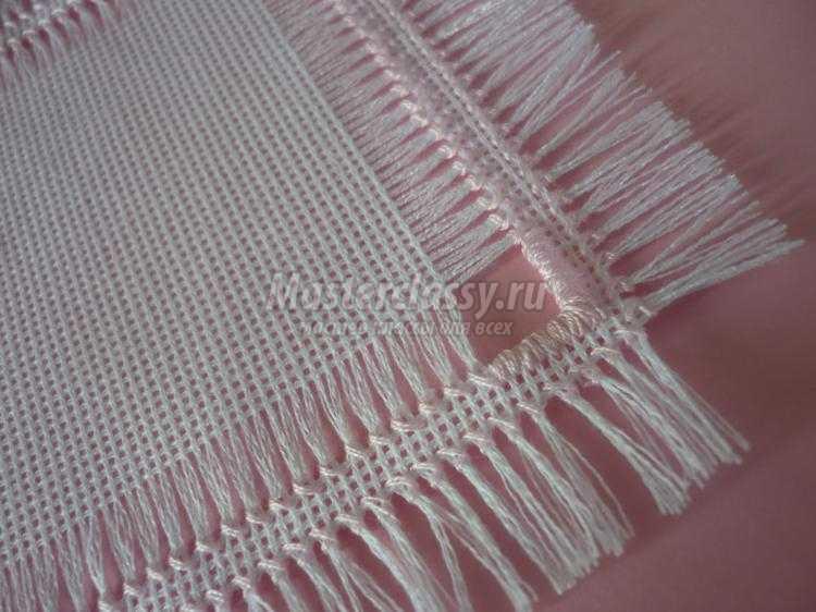 Как сделать из вышивки салфетку