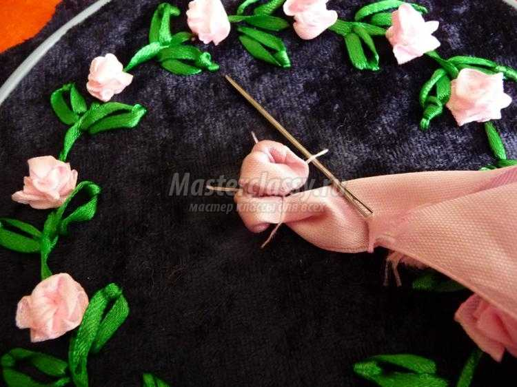 вышивка лентами игольницы. Роза-паутинка