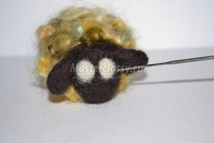 елочная игрушка из шерсти. Кудрявый барашек