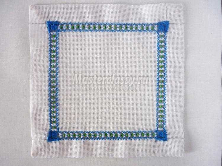 Как оформить салфетку вышивкой