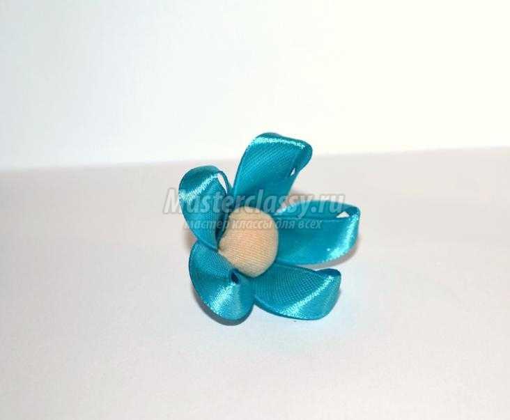 заколка для волос с цветком из лент