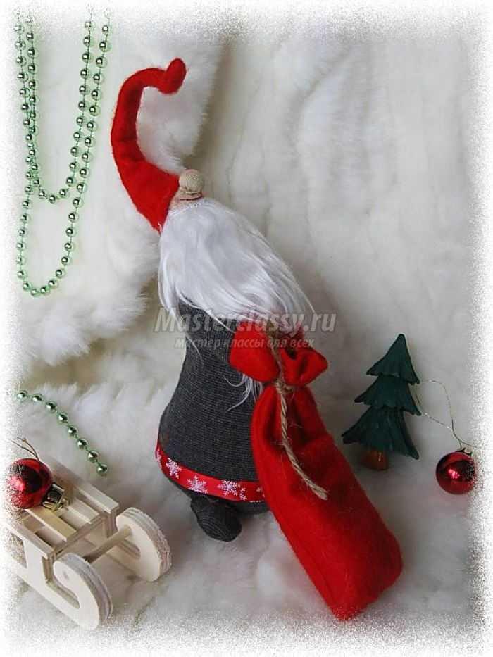 Дедушка Мороз с мешком подарков
