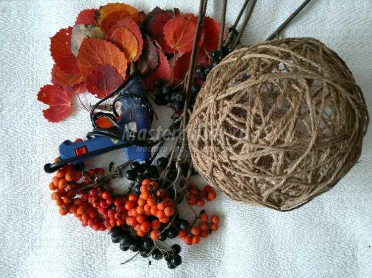 1411824368_1 Цветы и розы из кленовых листьев своими руками пошагово. Осенние поделки из кленовых листьев – букеты с розами и цветами: мастер класс