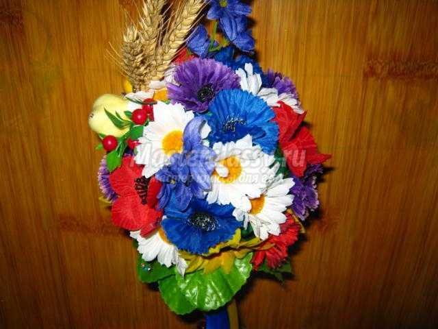 топиарий с цветами в украинском стиле