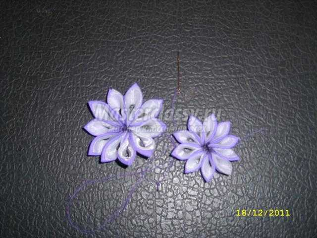 заколка с цветком в технике канзаши
