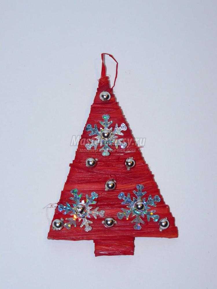 новогодний магнит елочка из рафии