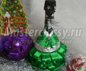 Новогодняя елка из бутылки шампанского и лент. Мастер-класс с пошаговыми фото