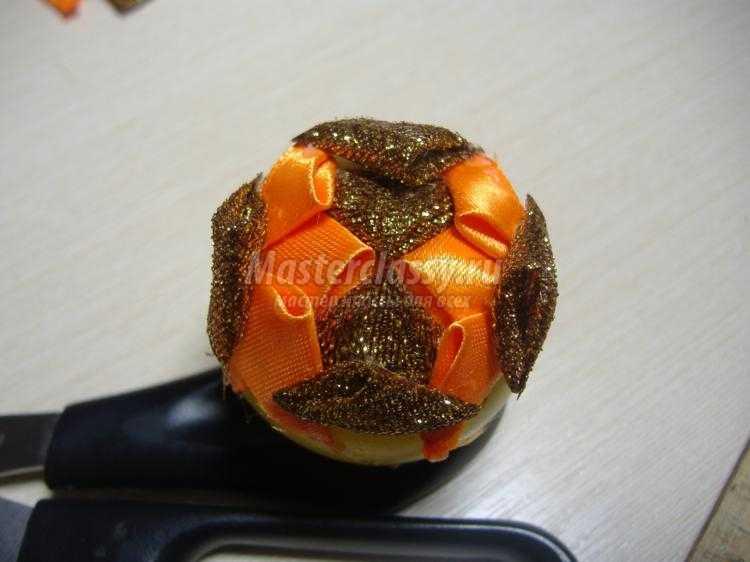 новогодний шарик в стиле артишок