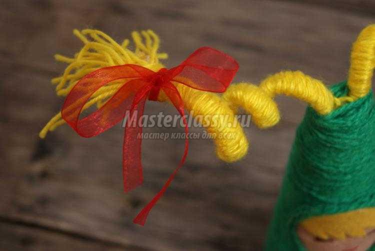 необычные елочки из пряжи и фетра своими руками