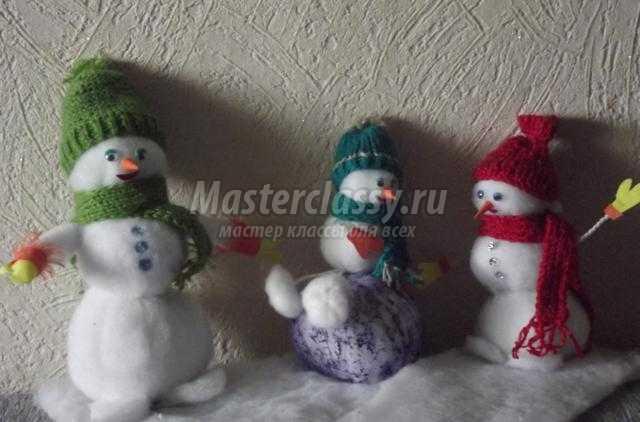 Снеговики из синтепона на новый год