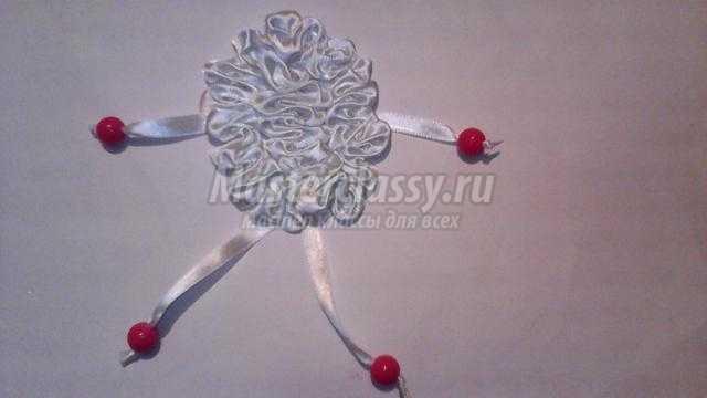 новогодний подарок магнит из лент. Овечка