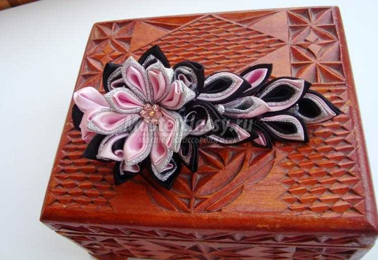 канзаши. Зажим в черно-розовом цвете