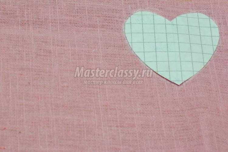 салфетка с сердцем ко дню Святого Валентина
