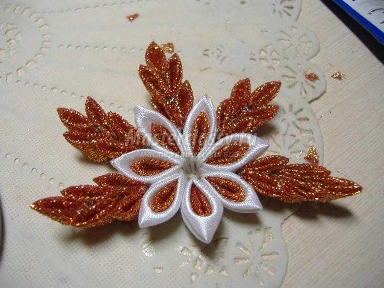 канзаши резинки для волос Снежинки