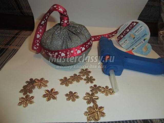 текстильная елочная игрушка. Шар из ткани
