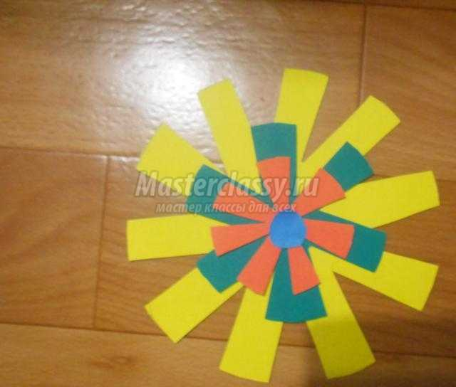 детские поделки из бумаги. Цветок