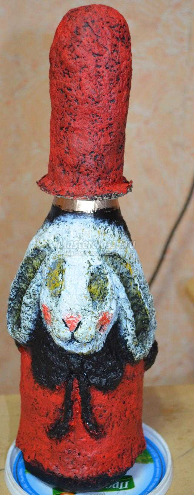 новогодний декор бутылки в технике папье-маше. Овечка