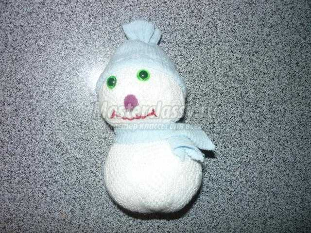 новогодние поделки. Снеговичок из носочков