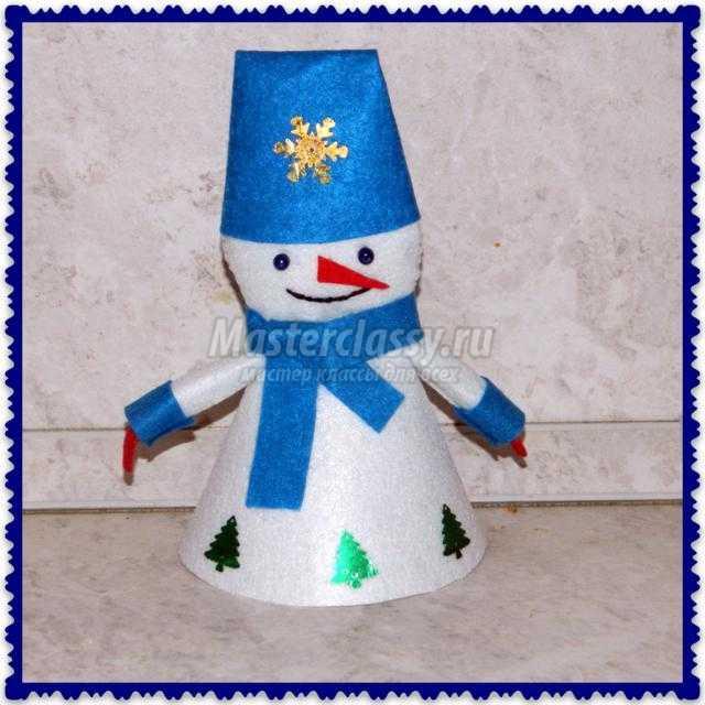 зимний символ детства - забавный снеговик из фетра