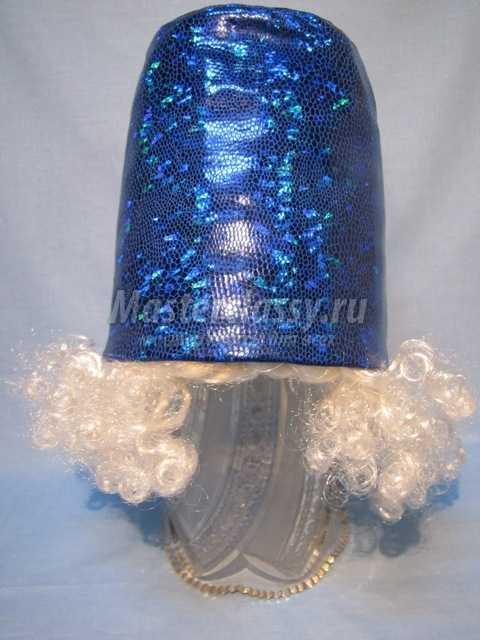 Элемент новогоднего костюма - красивое ведерко для снеговика