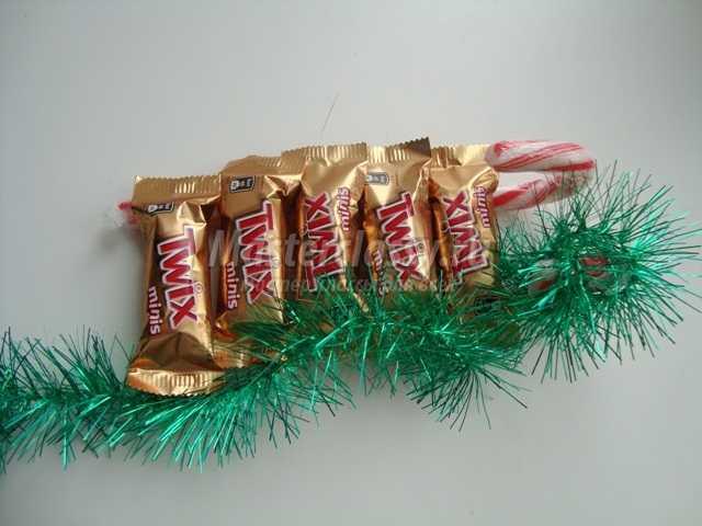 Сладкие сани из конфет