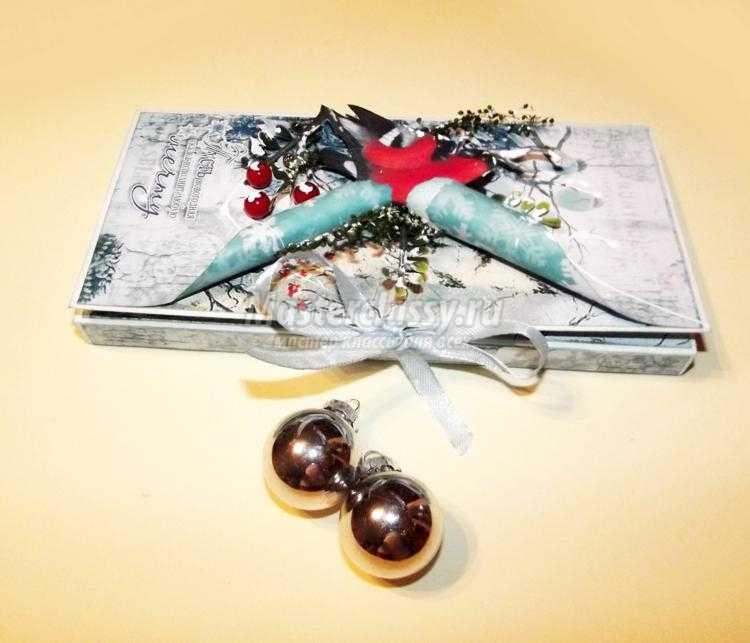 скрапбукинг. Новогодняя шоколадница со снегирями