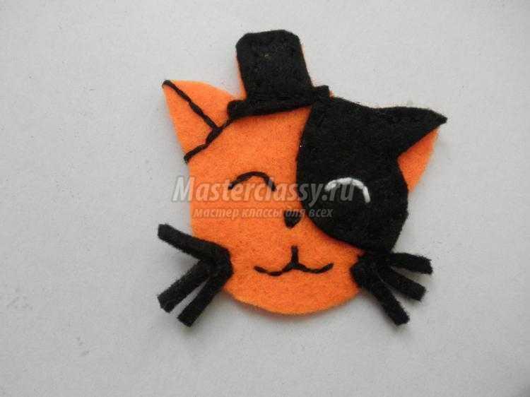 елочная подвеска из фетра. Котенок в шляпе