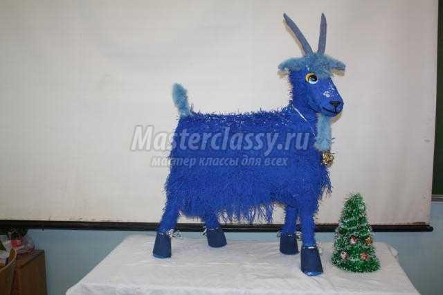 новогодняя коза в технике папье-маше