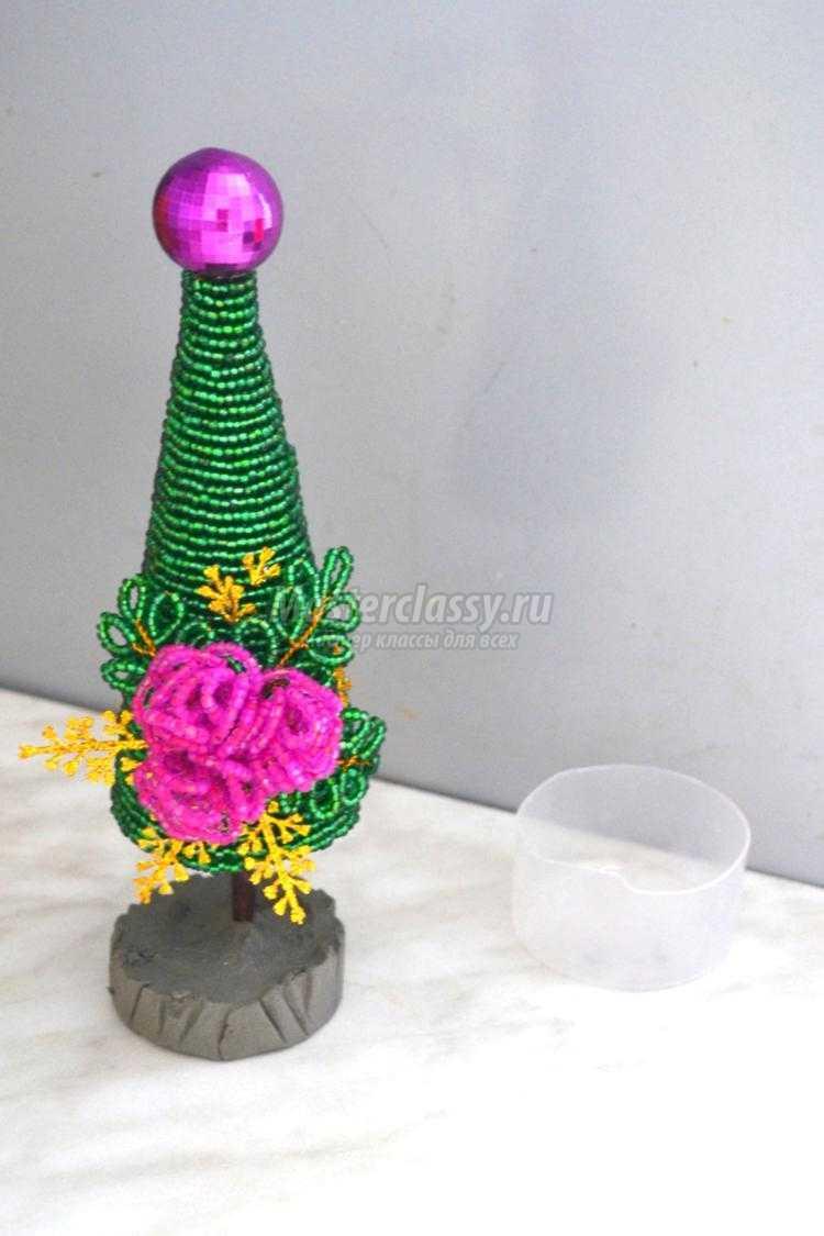 елочка из бисера с цветами и стразами