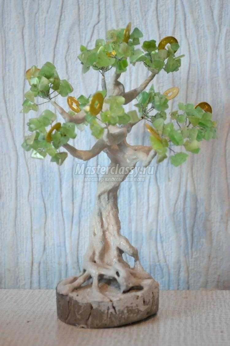 денежное дерево из натурального камня и монеток