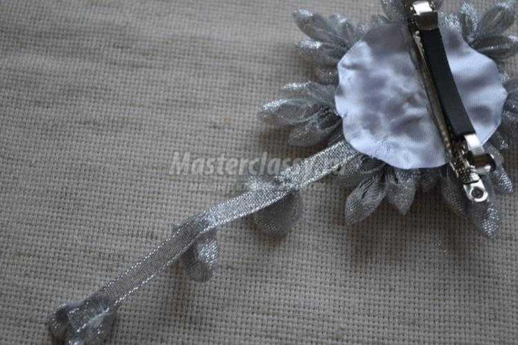 заколка для волос в технике канзаши. Снежинка