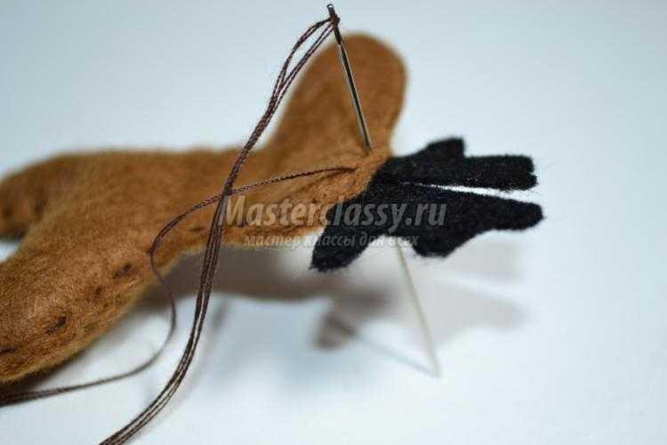 елочная игрушка из фетра. Олененок
