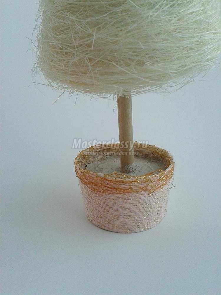 елочка из сизали с бусинами